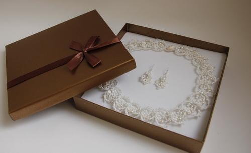 Белое свадебное ожерелье и серьги для невесты - ручной кружево анкарс, фриволите - фото