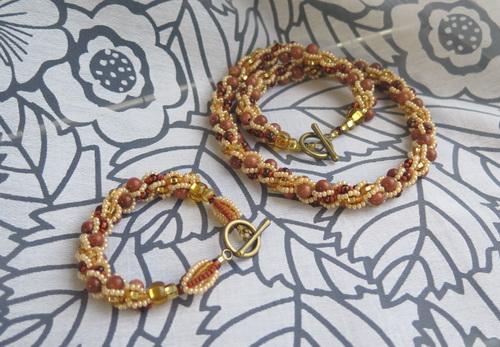 Золотистое ожерелье и браслет из бисера с авантюрином (турецкий жгут), комплект украшений - фотографии и работа Дарины Никоновой