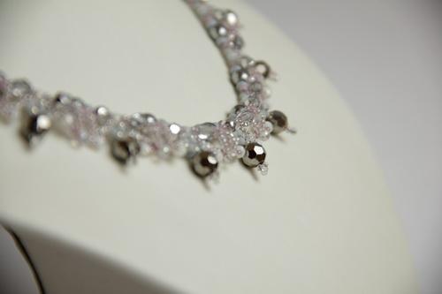 Пробуждение - ожерелье из серого и розового бисера и бусин - фото и работа Дарины Никоновой