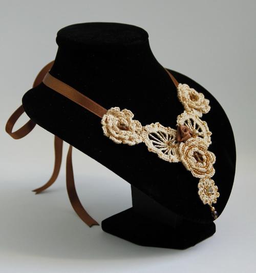 Вязаное крючком колье от Дарины Никоновой