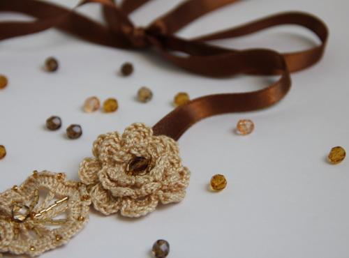 Вязаное крючком женское украшение - ирландское кружево