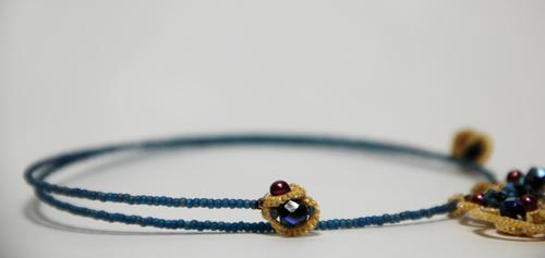 Шейное украшение из кружева и бусин - анкарс, фриволите