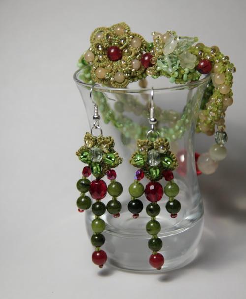 Браслет, серьги, шпильки - дизайнерский набор украшений ручной работы из бисера и бусин - фото и работа Дарины Никоновой