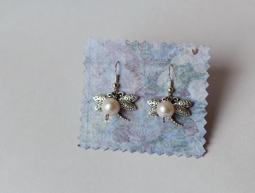 Серьги с подвесками стрекозы, деревья, ключики и натуральными камнями - фото и работа Дарины Никоновой