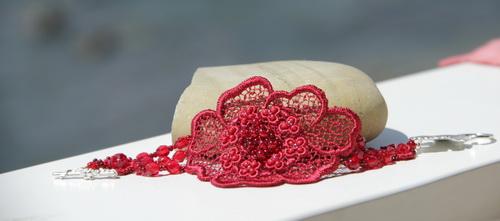 Красный браслет c кружевом - фотографии и дизайн Дарины Никоновой